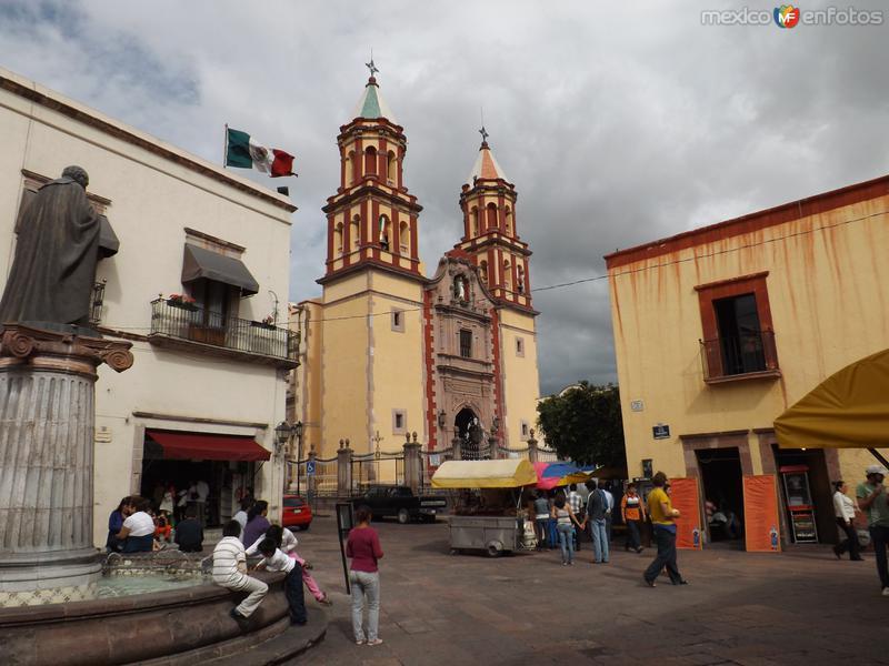 Templo de la Congregación (1680) y andador 16 de Septiembre. Agosto/2012