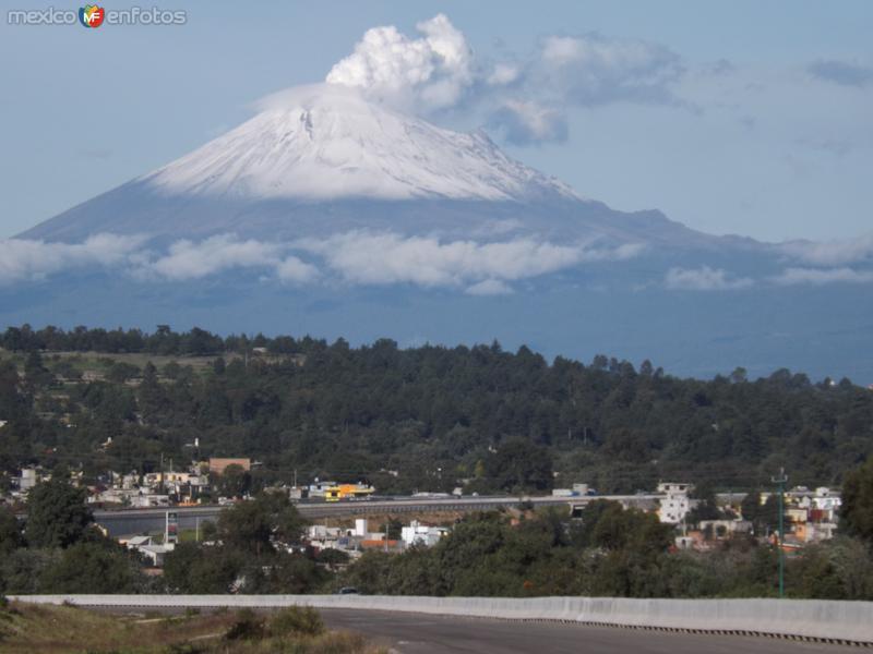 El Popocatépetl con fumarolas desde Acuitlapilco, Tlax. Julio/2012