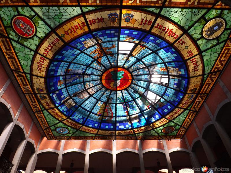 Vitral del palacio legislativo de Tlaxcala