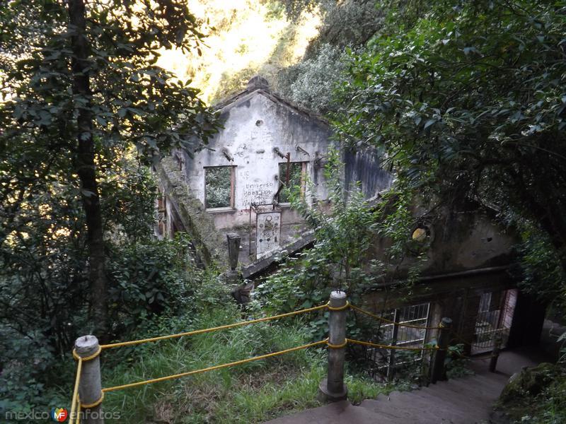 Antigüa planta hidroeléctrica cerca de Chignahuapan. Noviembre/2012