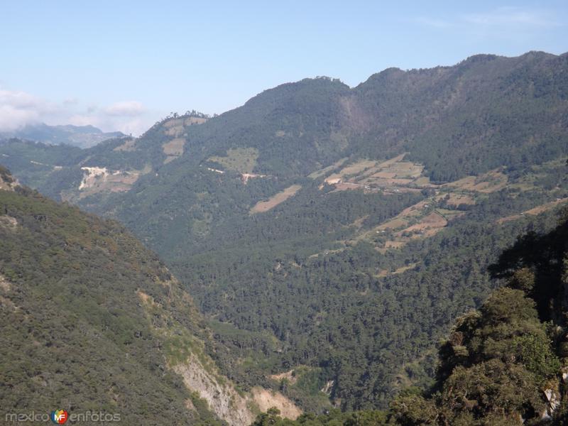 La majestuosa sierra norte de Puebla desde Chignahuapan. Noviembre/2012