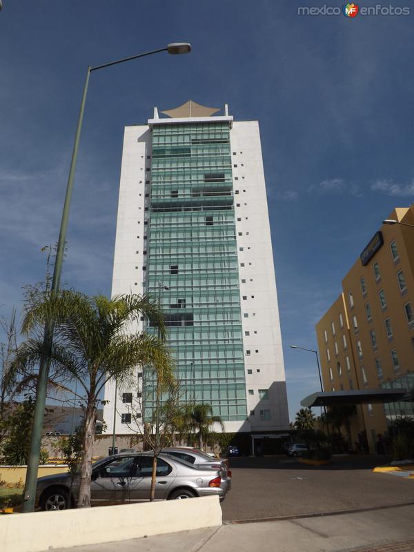 Edificos en Villas de Irapuato. Noviembre/2012