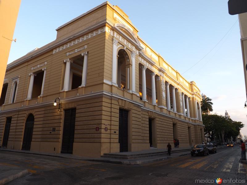 Teatro Peón Contreras y la calle 60. Abril/2013