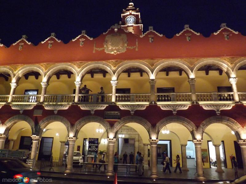 Nocturna del palacio municipal de Mérida. Abril/2013