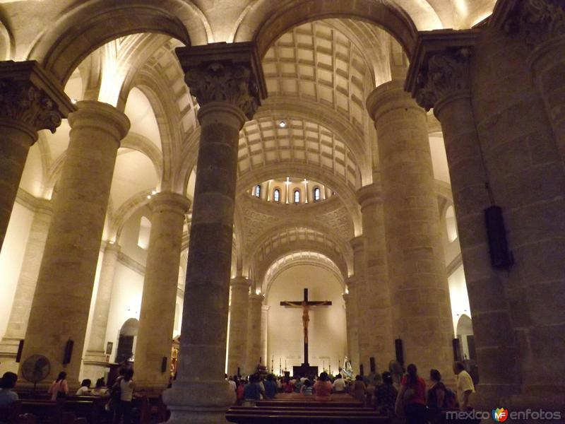 Interior de la catedral de Mérdia, Yucatán. Abril/2013