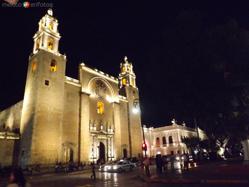 Nocturna de la Catedral de Mérida. Abril/2013