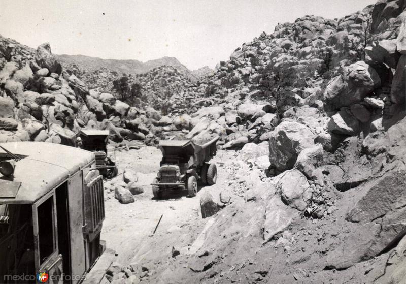 Construcción de de la carretera Tijuana-Mexicali
