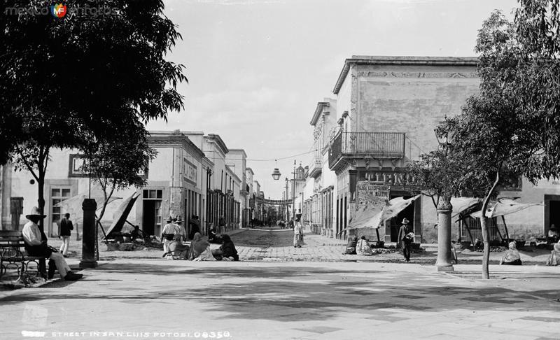 Calle en San Luis Potosí (por William Henry Jackson, c. 1888)