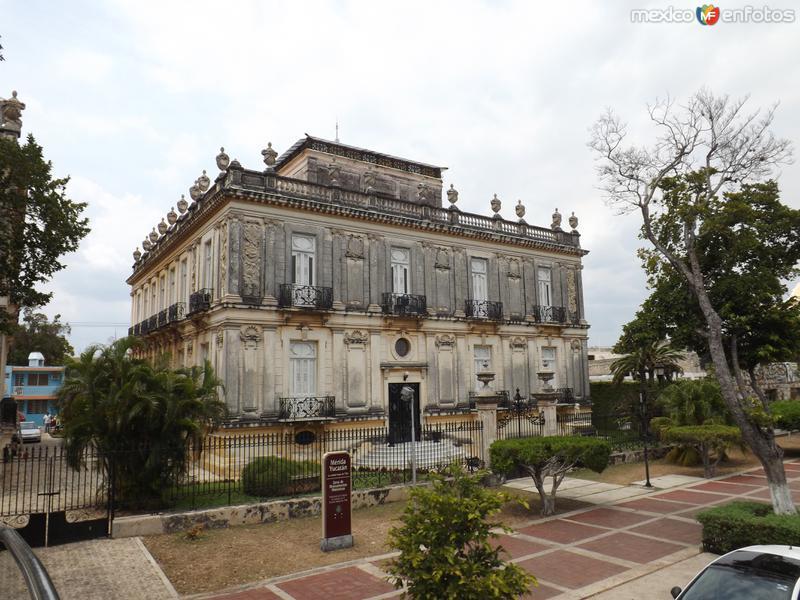 Hermosas mansiones del Paseo Montejo. Mérida. Abril/2013
