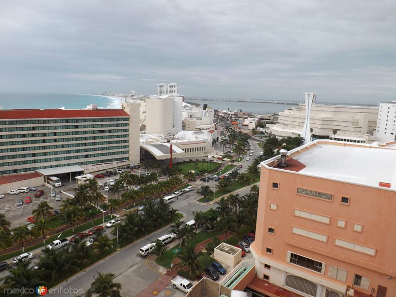 Blvd. Kukulkán y zona hotelera. Cancún. Noviembre/2013