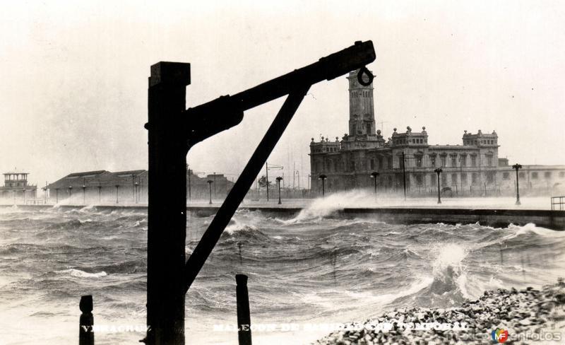 El Faro, durante época de temporal