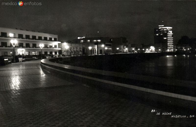 Vista nocturna en el Malecón