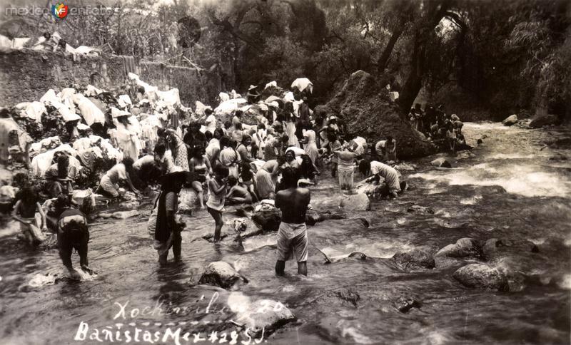 Bañistas en Xochimilco