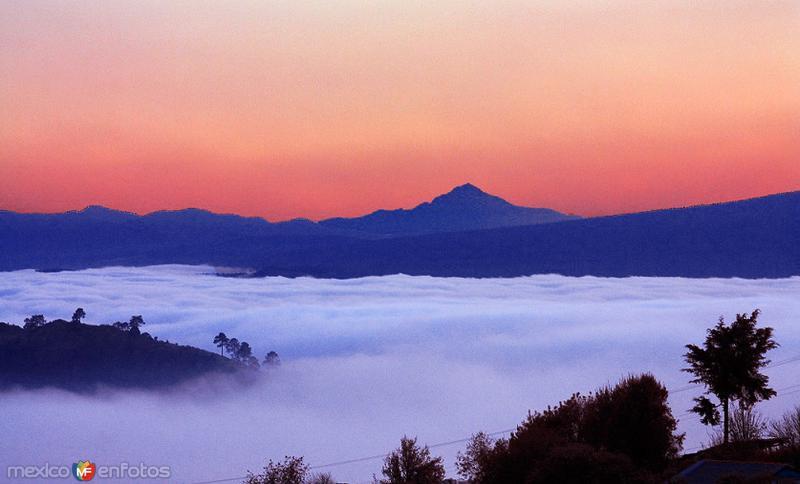 """Vista desde un sitio cercano a Cuautelolulco. Al fondo el Volcán """"La Malinche"""" en el vecino Estado de Tlaxcala"""