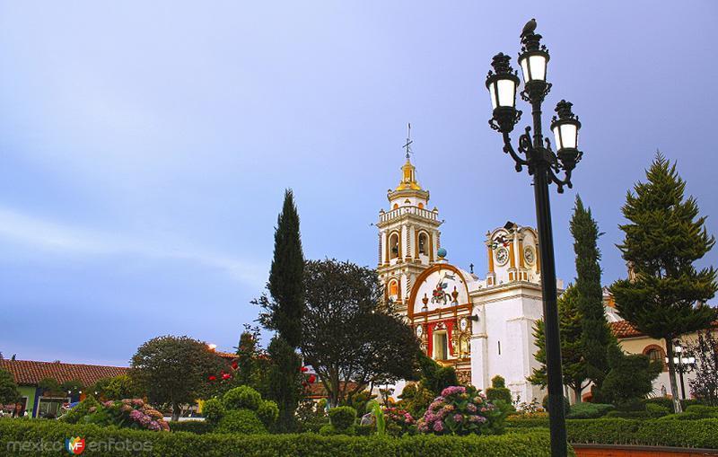 Plaza de la Constitución con la Parroquia al fondo