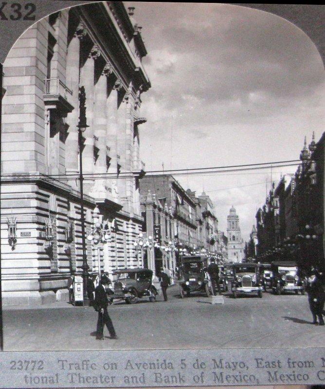 Trafico en la Ave. Cinco de Mayo Hacia 1900