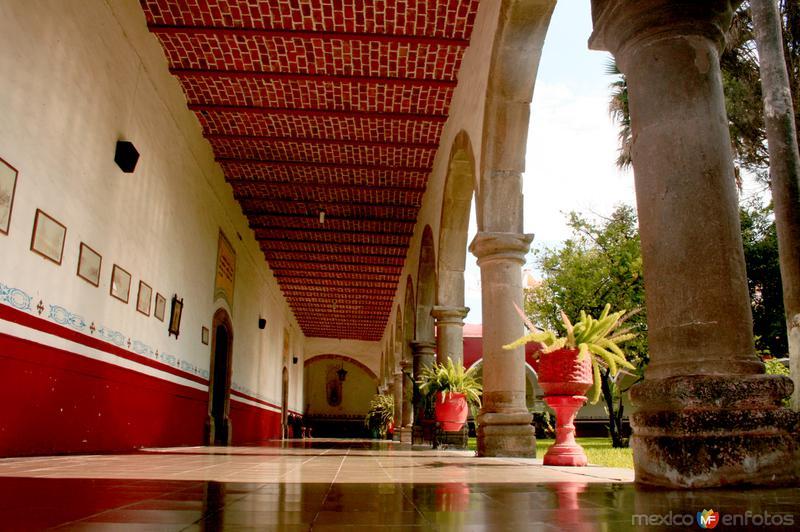 "Convento Franciscano del Santuario de Sayula, Jalisco. Foto Pereztroiko"""