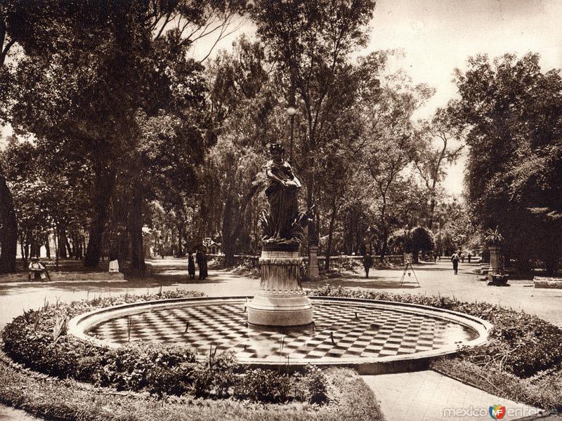 Alameda Central (circa 1920)