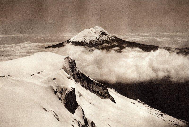 Volcán Popocatépetl, desde la cima del Iztaccíhuatl (circa 1920)