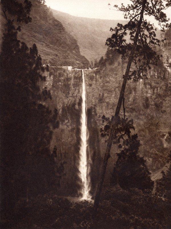 El salto grande de Necaxa (180 metros de caída) (circa 1920)
