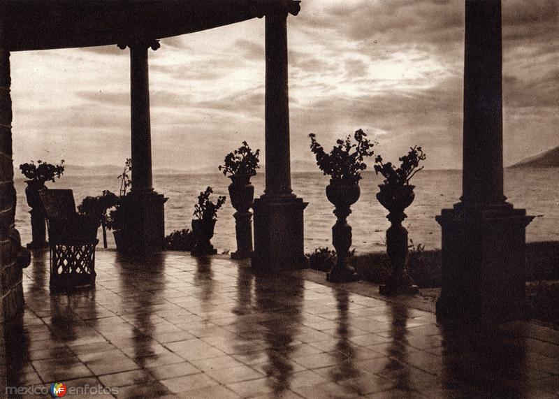 Crepúsculo en el Lago de Chapala (circa 1920)