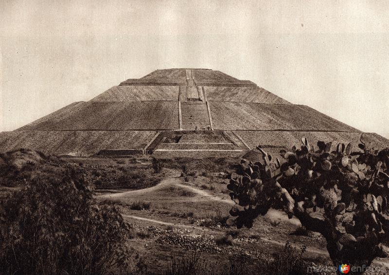 Pirámide del Sol (circa 1920)