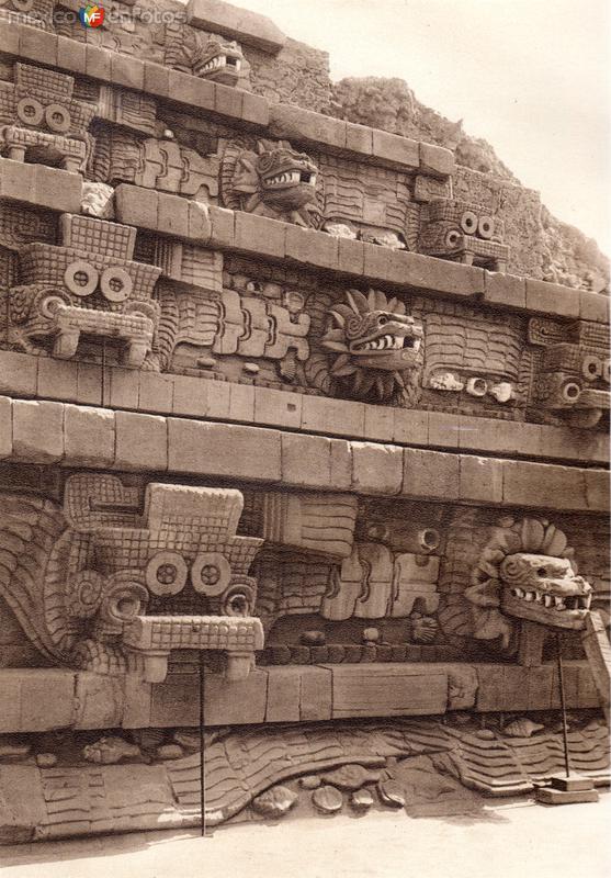 Templo de Quetzalcóatl, en la Ciudadela (circa 1920)