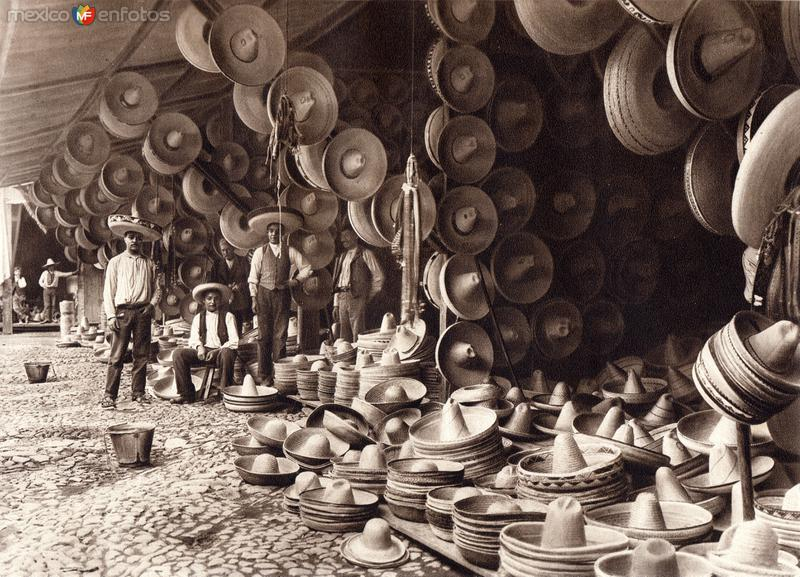 Sombrerería en el mercado de El Volador (circa 1920)