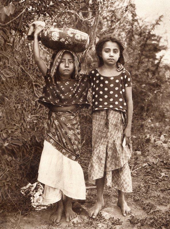 Niñas de Tehuantepec (circa 1920)