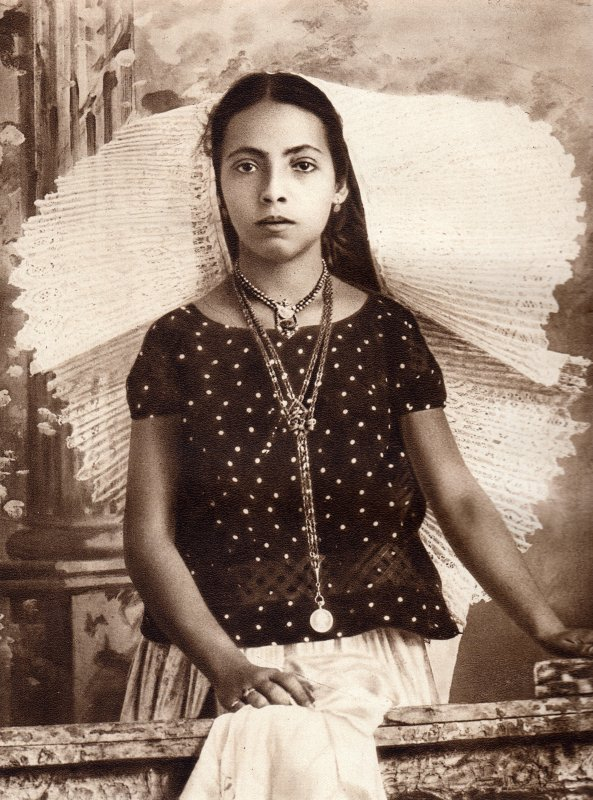 Tehuana en traje típico (circa 1920)
