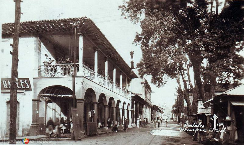 Portales de la Plaza Hacia 1945