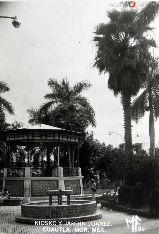 Kiosko y Jardin.Hacia 1945