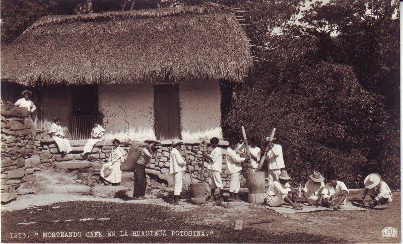 Morteando café en la Huasteca Potosina