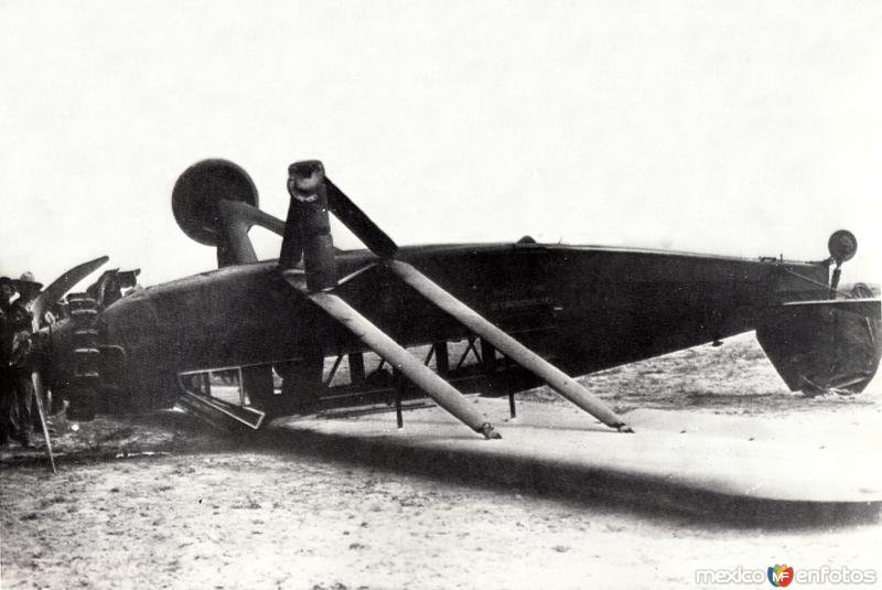 Accidente aéreo del piloto norteamericano Charles Lindbergh, en 1929 (foto 1)