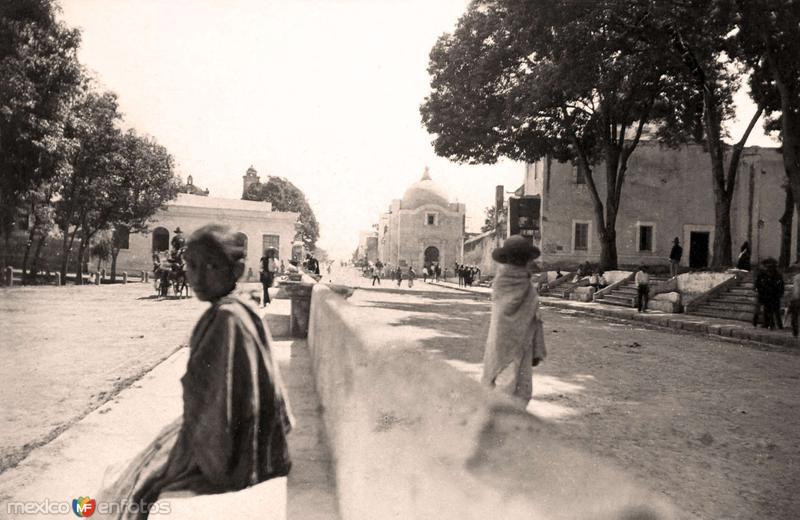 Puebla, escena callejera, 1889