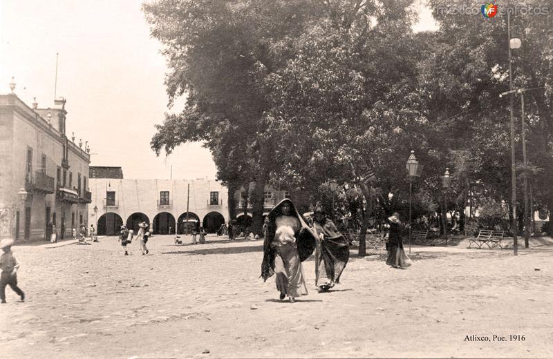 Atlixco, jardín principal y portales, 1916