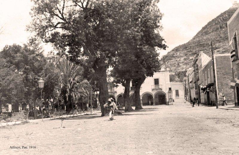 Atlixco, jardín principal, 1916