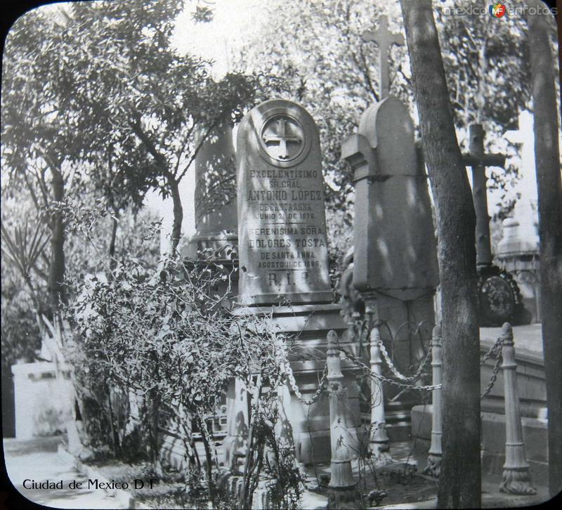 Tumba de Antonio Lopez de Santana Ciudad de Mexico D F Hacia 1900