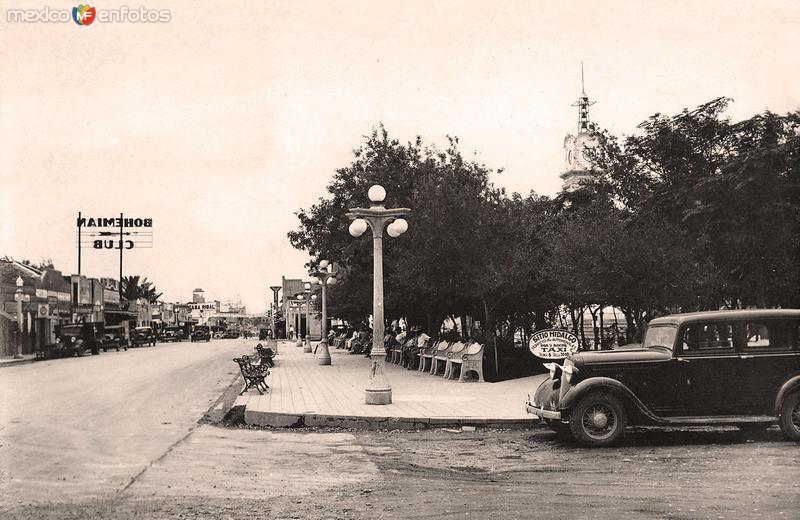 Nuevo Laredo, costado de la plaza
