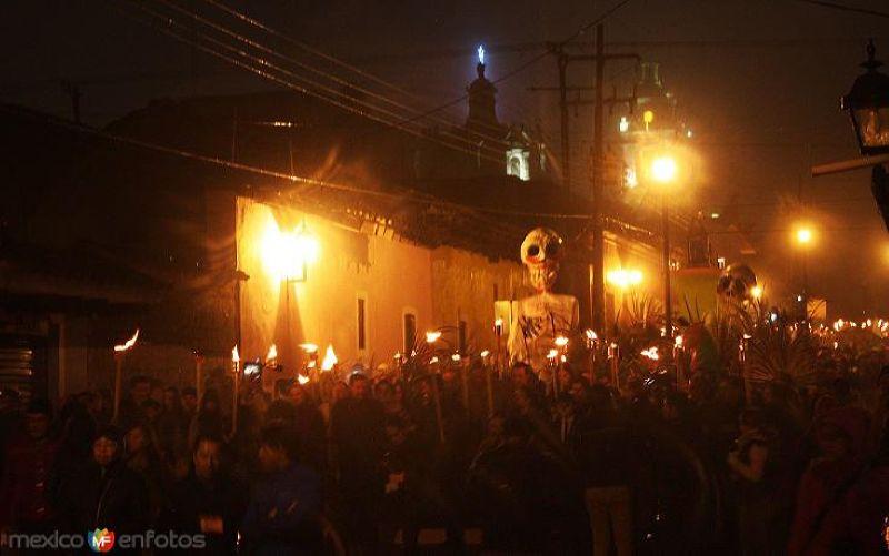 Marcha con Antorchas para recibir a nuestros difuntos en el mágico escenario nocturno del Río Chignahuapan