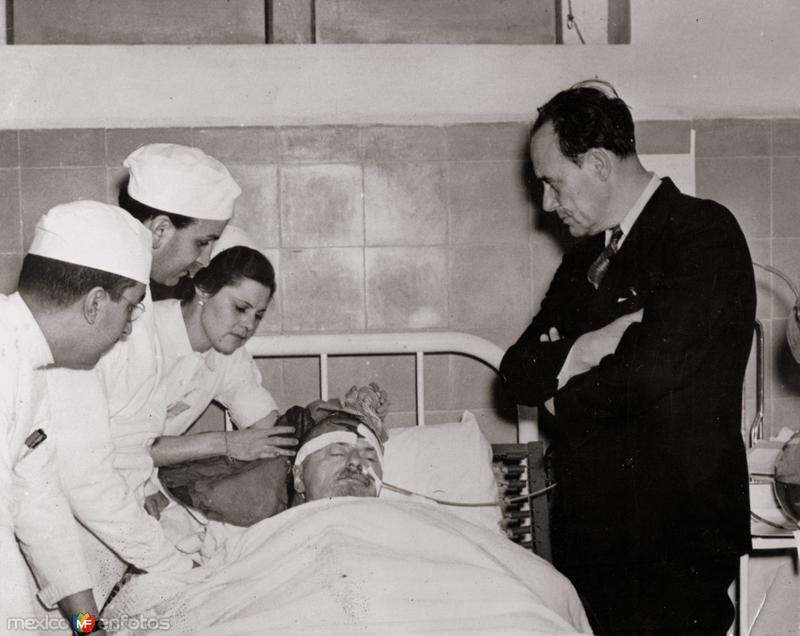 León Trotsky en el lecho de muerte (1940)