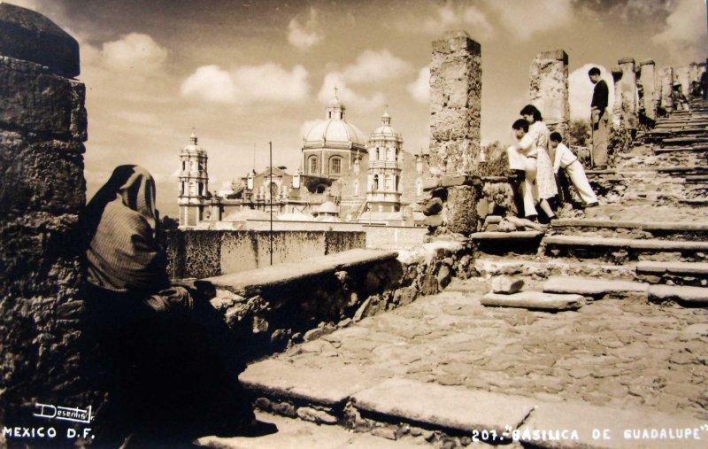 Escalinata de la La Basilica de Guadalupe Hacia 1945