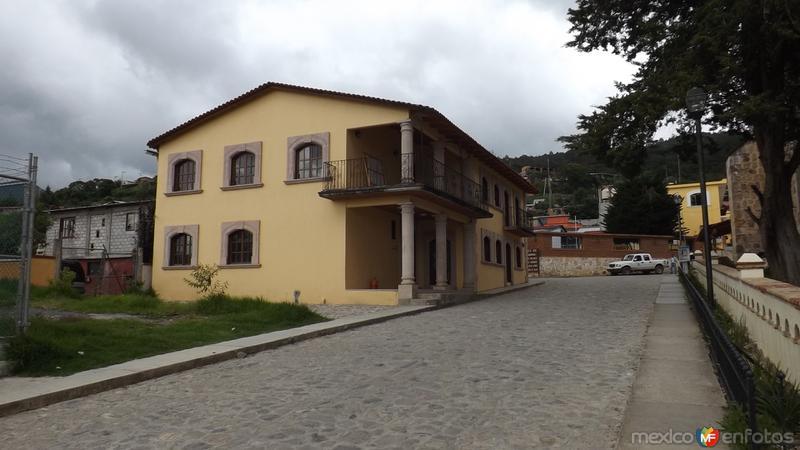 Calles y arquitectura de Capulalpam de Méndez. Julio/2014