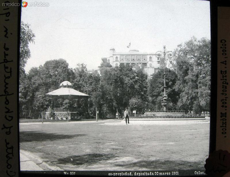 Castillo de Chapultepec por el fotografo ABEL BRIQUETTE Hacia 1890