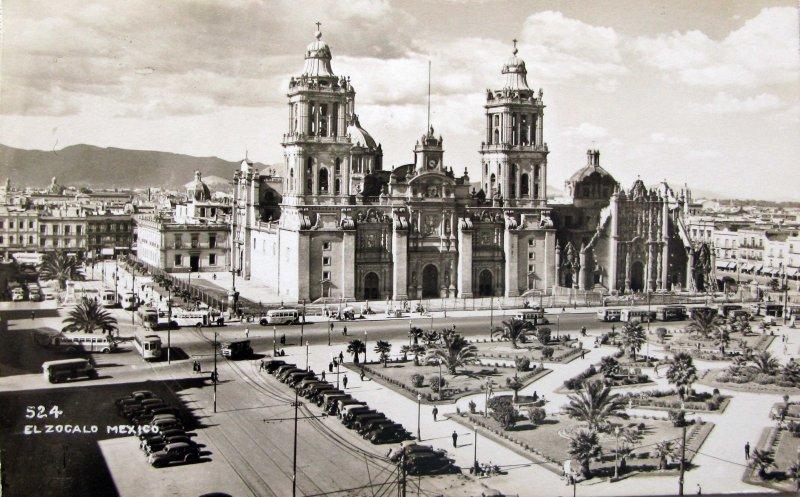 Zocalo y Catedral de Mexico D F Hacia 1945