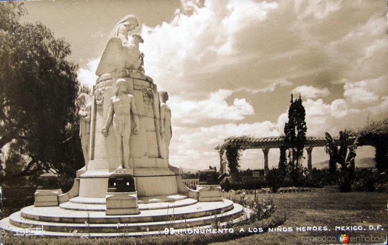 Monumento a los Niños Heroes Hacia 1945
