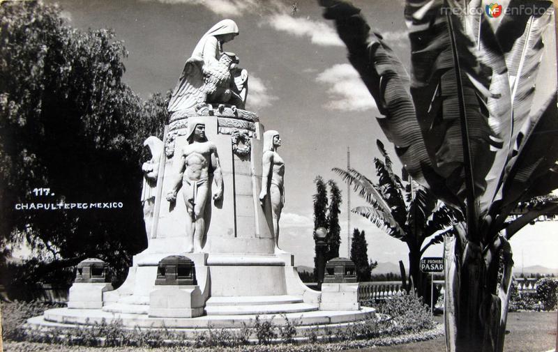 Monumento en Chapultepec Hacia 1945