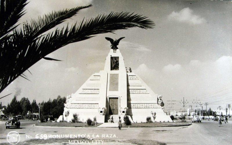Monumento a la Raza Hacia 1945