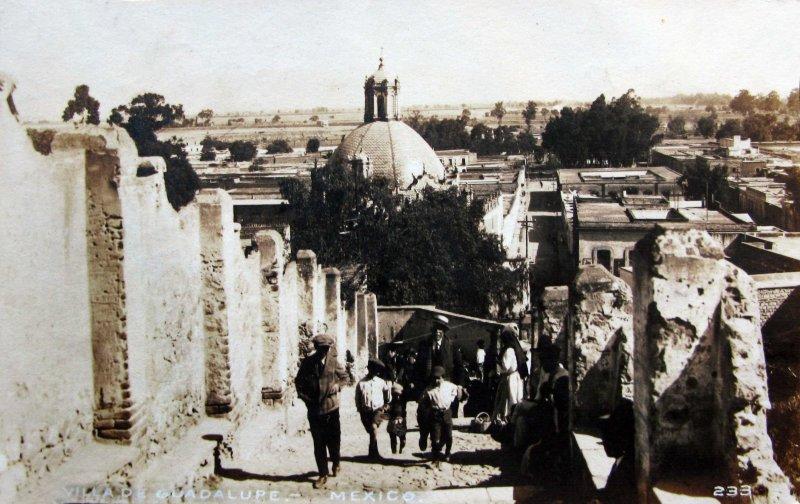 Subida al cerro del Tepeyac en La Villa de Guadalupe Hacia 1930