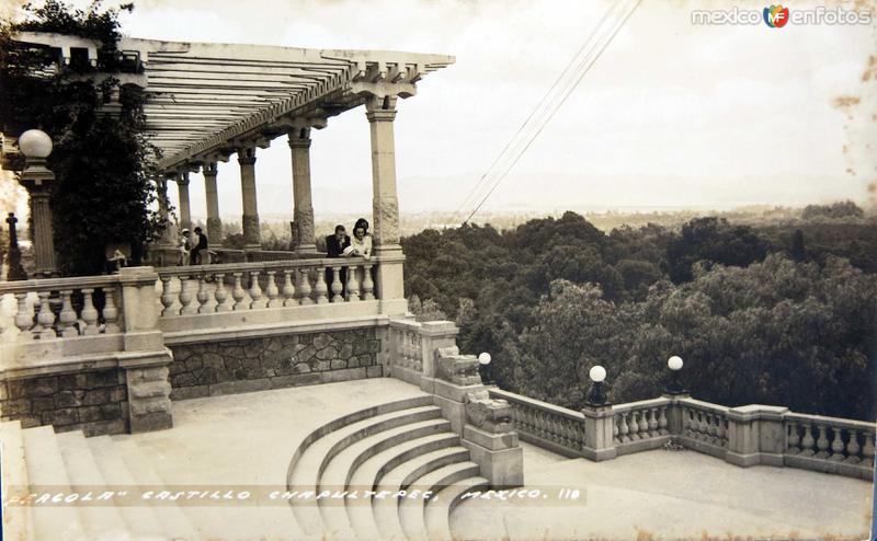 Pergola en el bosque de Chapultepec Hacia 1945